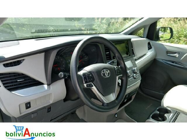 Toyota Sienna LE viene